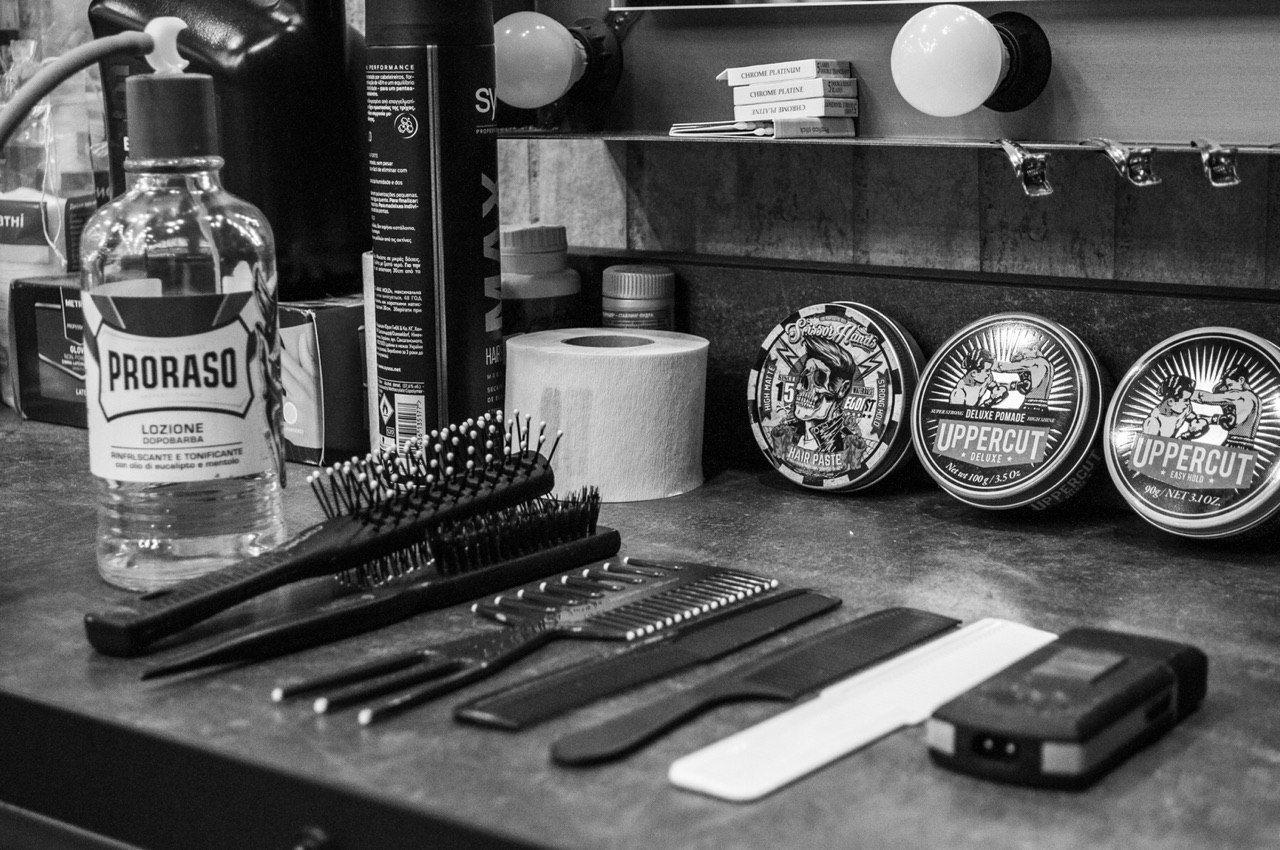 SCHWAGER – чоловіча перукарня у Львові, яка вміє створювати брутальний стиль. Чіткі лінії стрижки, плавні переходи у потрібних місцях, догляд для вибагливого волосся – що хочеш отримати спершу?