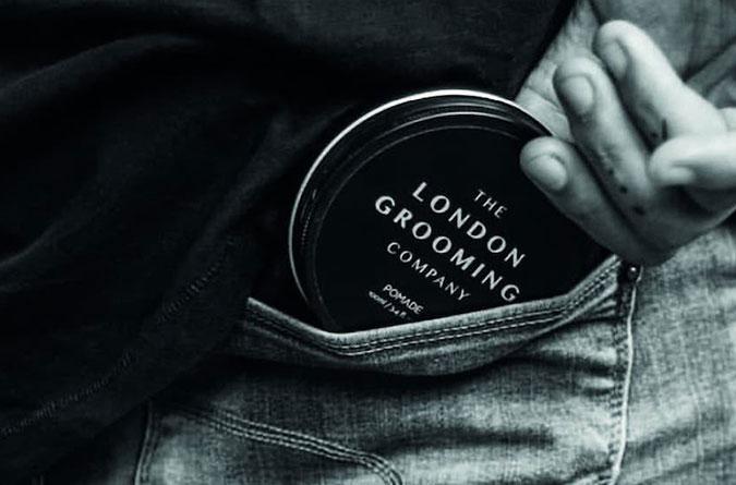 Доглядова чоловіча косметика LONDON GROOMING Це – поєднання традиційної естетики та сучасних тенденцій.     Про що це говорить? Розробники бренду працювали над філософією, зовнішнім виглядом, запахом, складом не лише з урахуванням власних вподобань. Кожен з розробників – man, а кожний man знає, що йому потрібно.